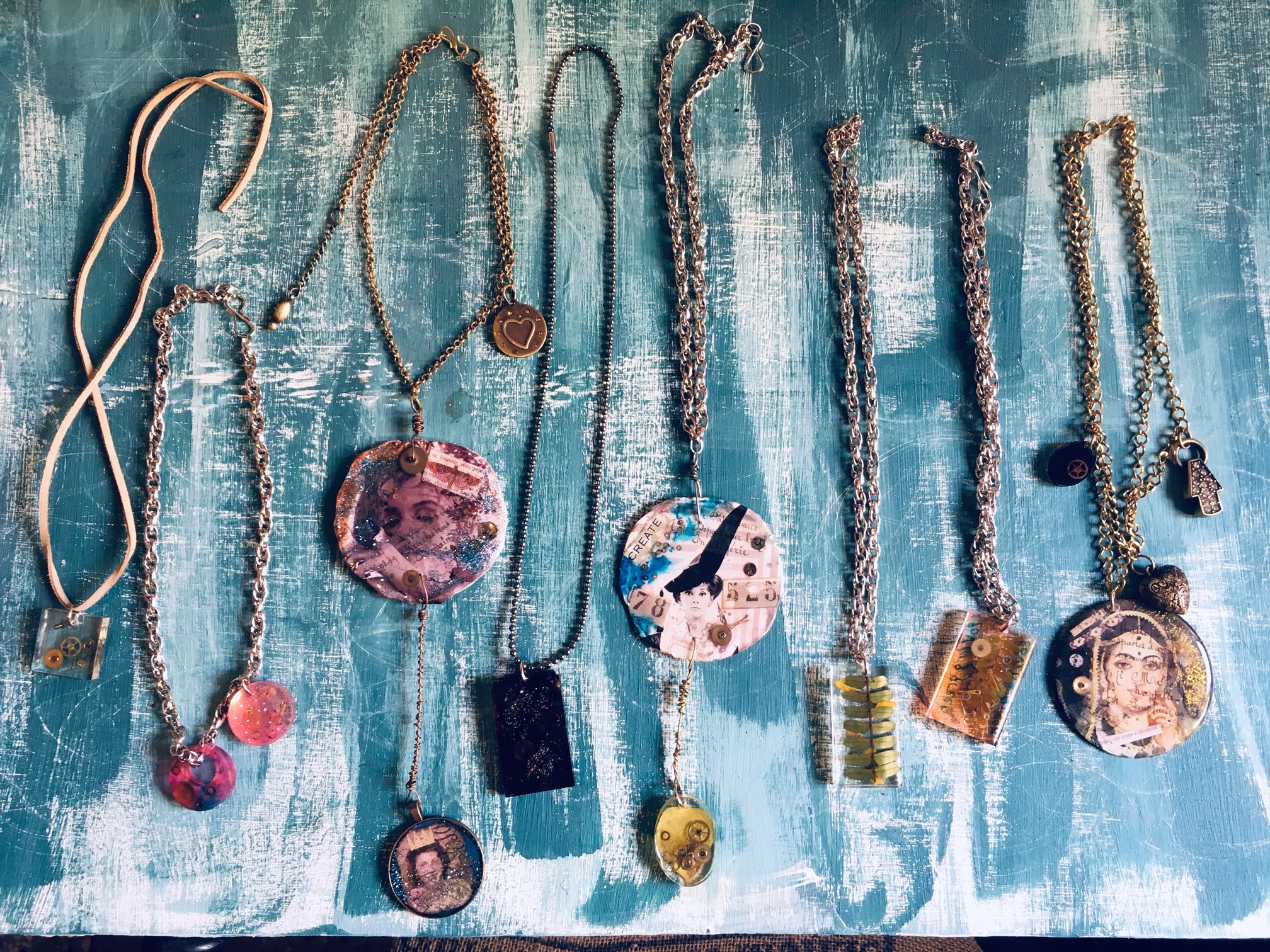 DL19-44 resine necklaces