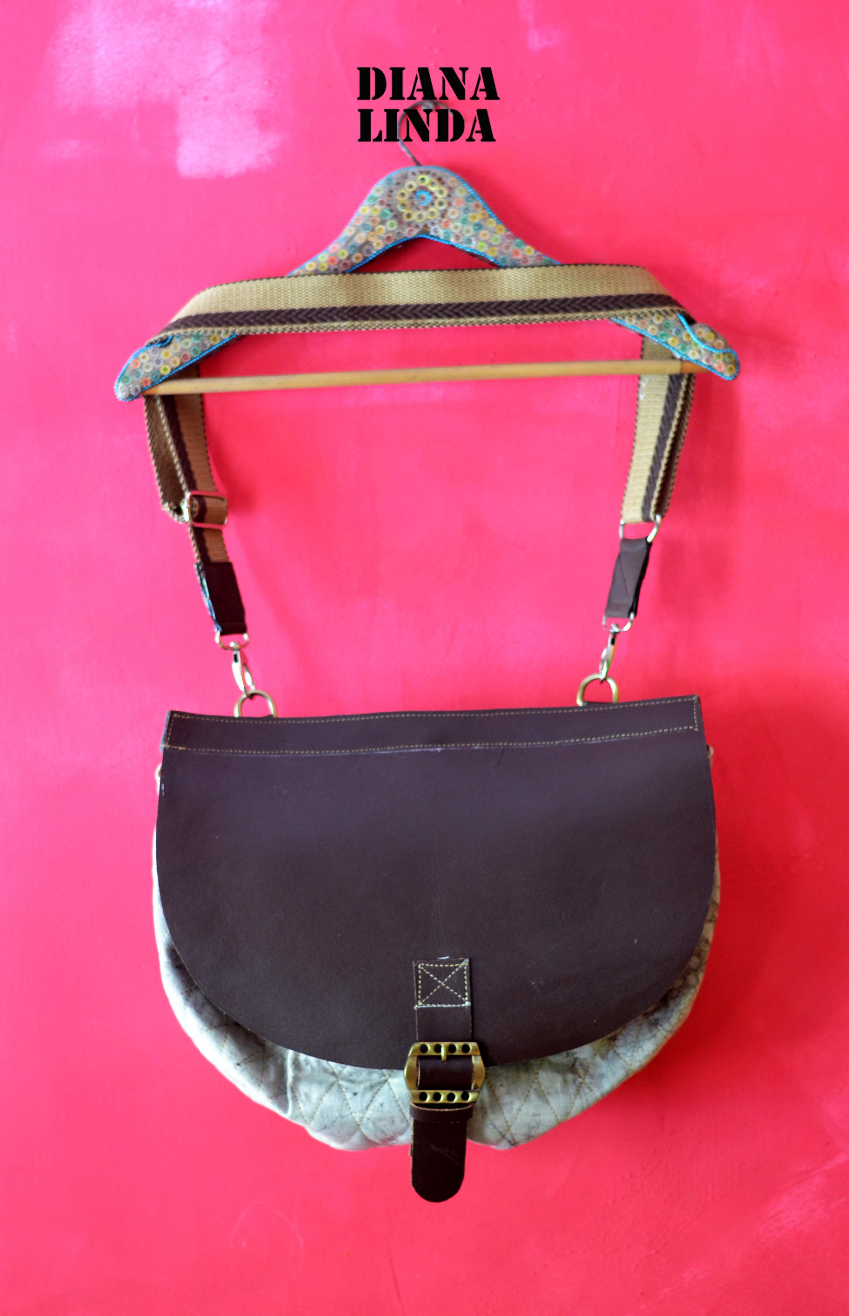 DL 700 HALF MOON MESSENGER BAG