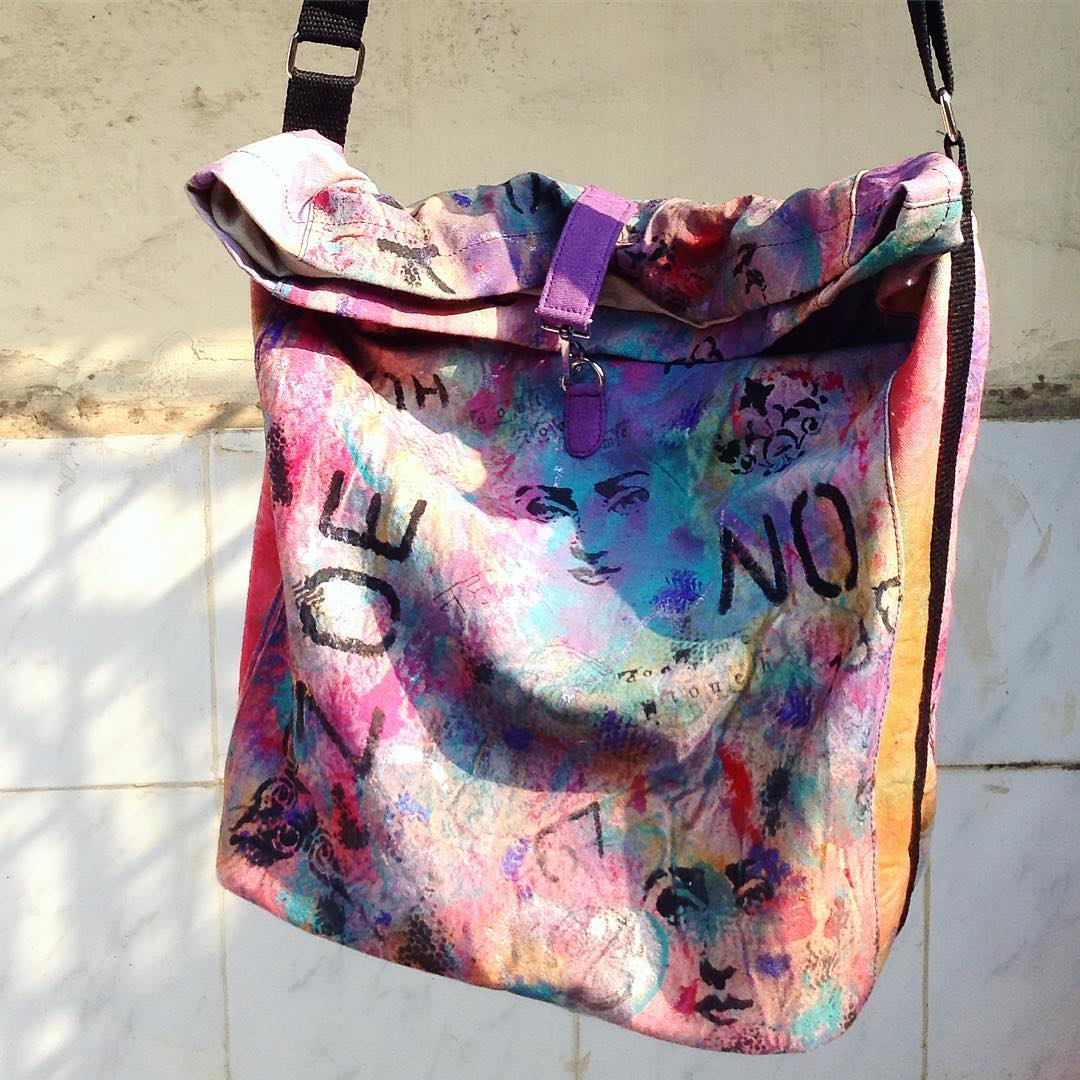 DL19-31 BIG STRING HAND PAINTED BAG CANVAS