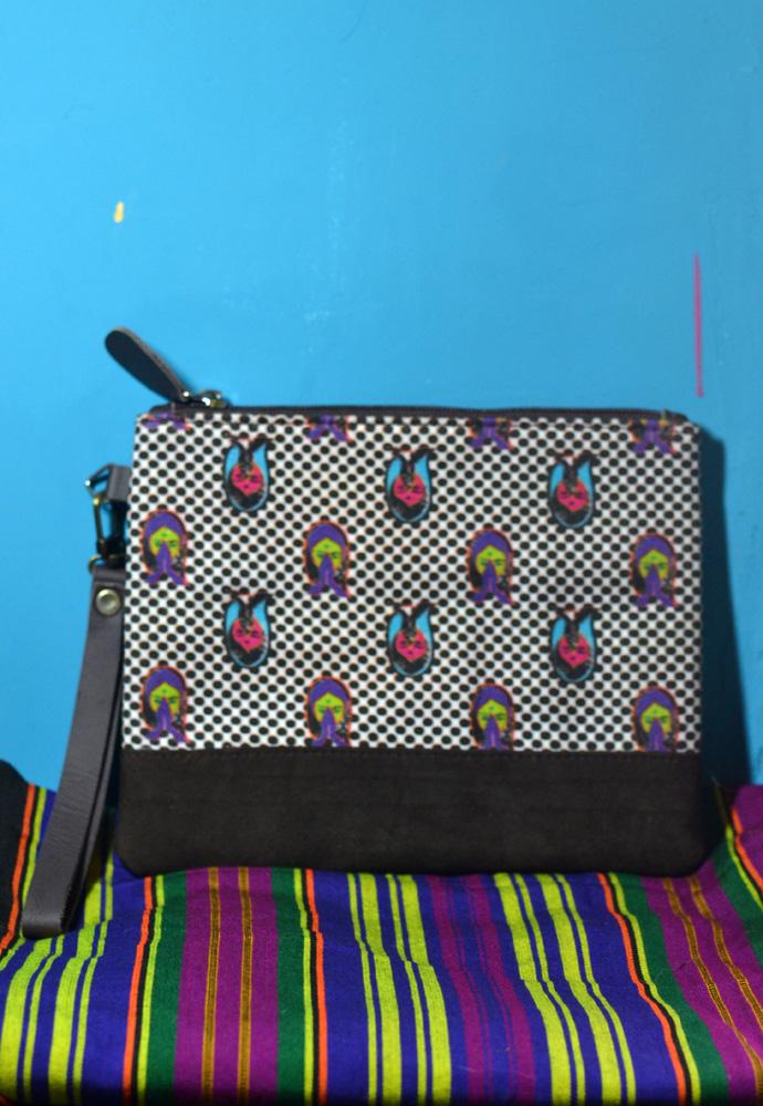 DL 640 2 namaste pouch medium